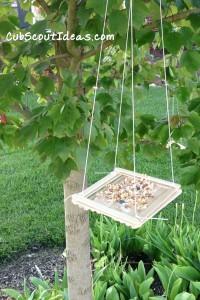 Hanging bird feeder