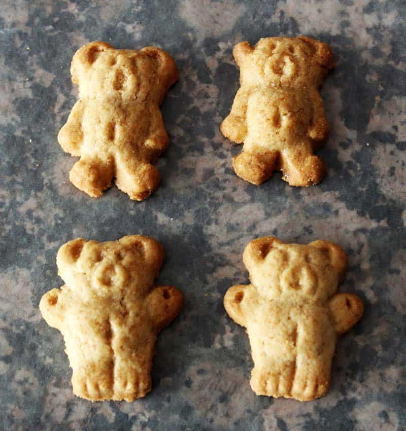 Perbedaan posisi kaki teddy graham