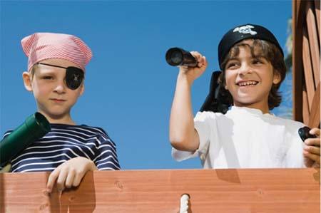 Cub Scouts Bermain Bajak Laut
