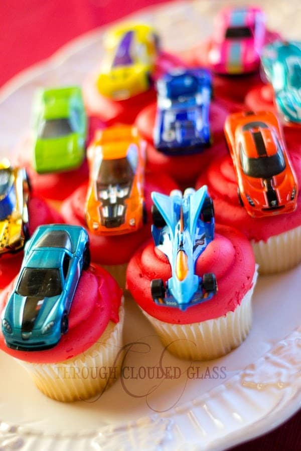 pinewood derby cupcakes with hot wheels