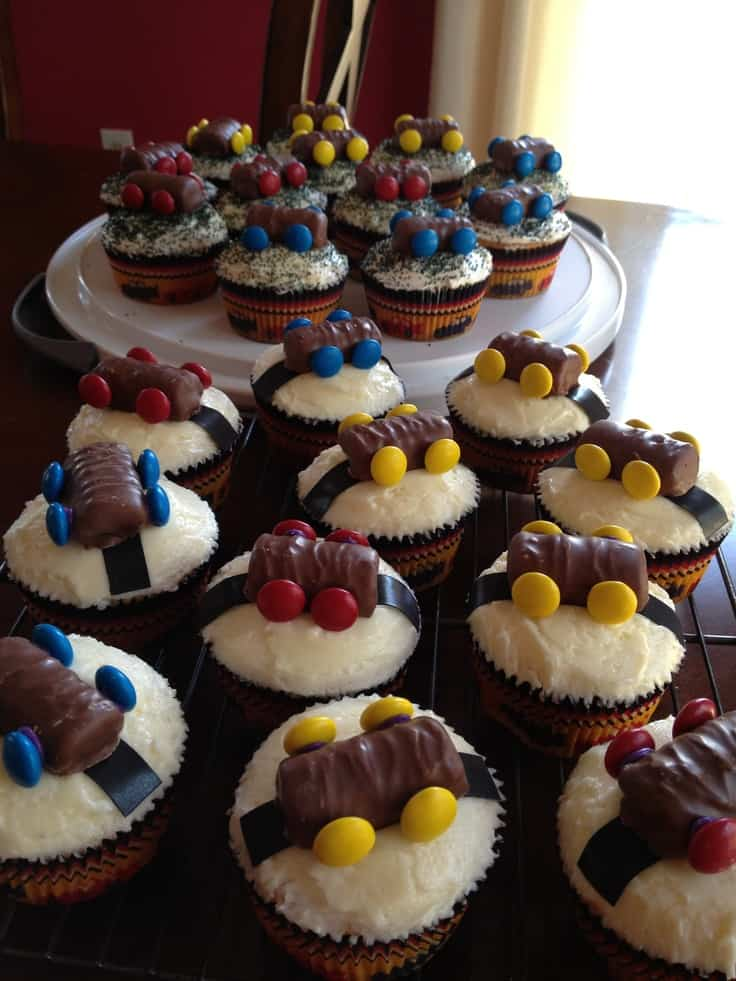 pinewood derby cupcakes with candy bars